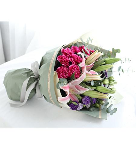 温情祝福-紫红色康乃馨9枝,粉色多头香水百合2枝,紫色桔梗4枝