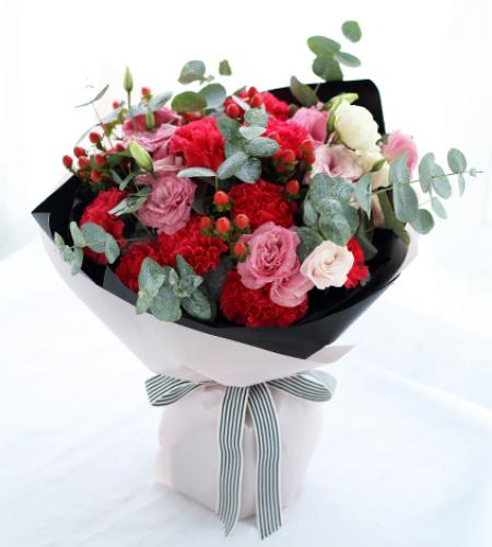 相思红-红色康乃馨11枝,粉色桔梗4枝