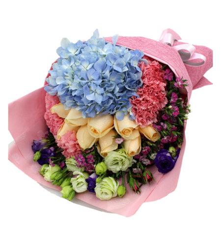 清浅时光-11支香槟玫瑰,18支粉色康乃馨,1支蓝色锈球,适量香槟/紫色桔梗/石竹梅搭配花束