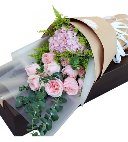 为爱苏醒-11朵粉色雪山 1枝绣球 ,尤加利叶 黄莺草