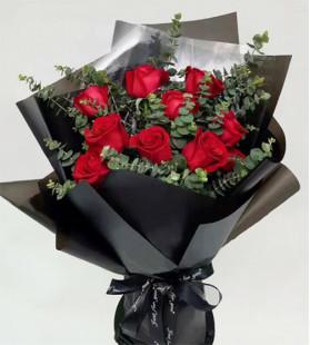 爱情飞舞-11枝红玫瑰,尤加利叶