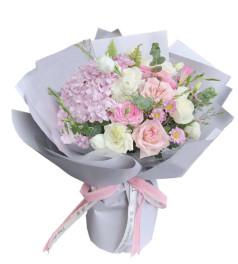 快乐幸福-5枝白玫瑰、6枝粉玫瑰,2枝白色洋桔梗,1枝粉绣球