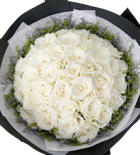 浪漫礼物-33枝白玫瑰,搭配黄莺、情人草