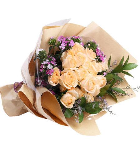 寸草春晖-17朵香槟玫瑰,搭配相思梅、栀子叶、水晶草