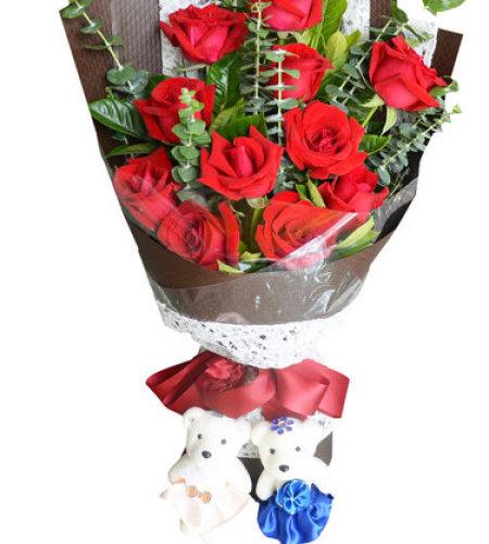 挚爱玫瑰-11枝红玫瑰,一对小熊,搭配尤加利叶、栀子叶