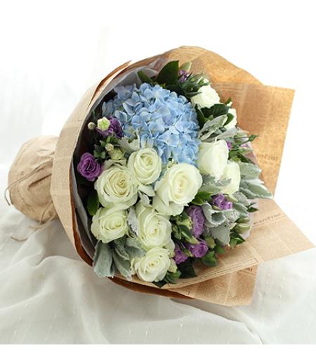 金牛座守护花-白玫瑰11枝、浅蓝绣球1枝、浅紫色洋桔梗5枝