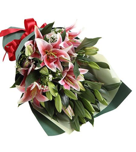 清香-粉色香水百合6枝,白色相思梅3枝