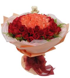 完美的爱-33枝粉玫瑰居中,66枝红玫瑰围绕,5寸小熊一只