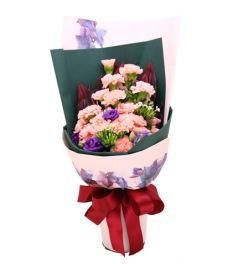 芳华-粉色康乃馨19枝,紫色洋桔梗,红铁叶