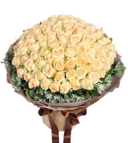 恋恋不忘-香槟玫瑰99枝,叶上花围绕
