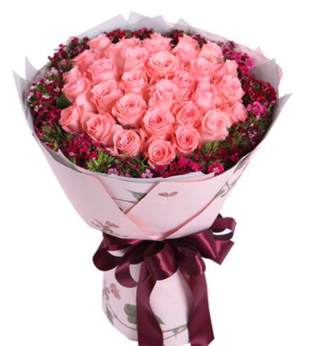 眷念-戴安娜粉玫瑰33枝,石竹梅围绕