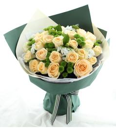 夏日恋曲-香槟玫瑰33枝、绿色小雏菊8枝