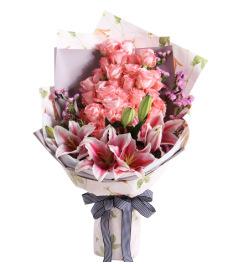 甜蜜物语-黛安娜粉玫瑰33枝,粉色香水百合3枝,搭配适量粉色勿忘我