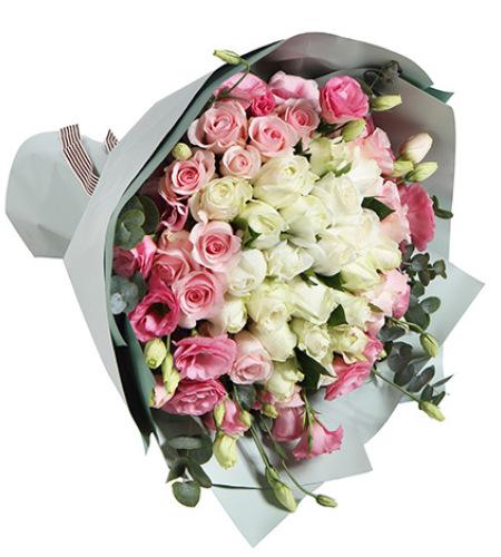 甜美公主-白玫瑰22枝,粉佳人粉玫瑰14枝,粉色桔梗5枝