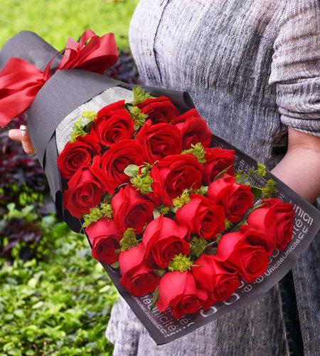19朵红色玫瑰礼盒-一生守候