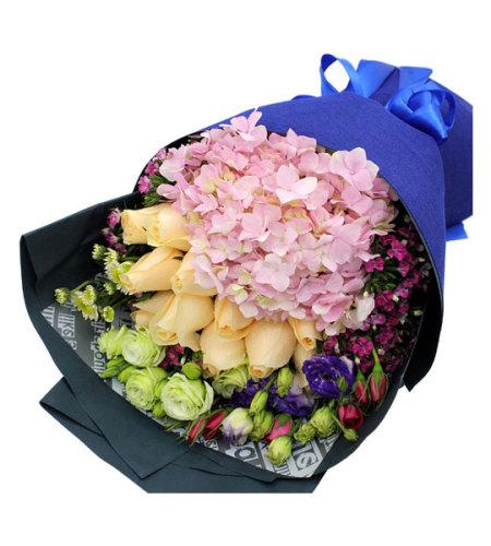 抹不去的惆怅-11支香槟玫瑰,1支粉色绣球,适量香槟/紫色桔梗/小白菊/石竹梅点缀搭配花束