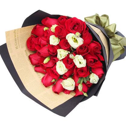33朵红玫瑰搭配洋桔梗