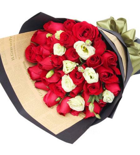 爱在此刻-33朵红玫瑰,搭配洋桔梗
