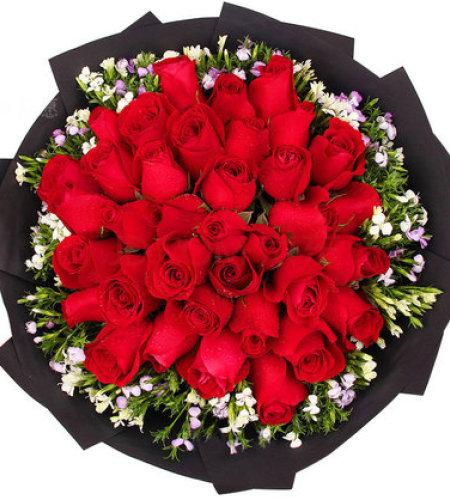 爱你一生-33朵红玫瑰,搭配相思梅点缀