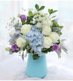唯有思念-11枝白雪山、3枝小绿菊、3枝紫桔梗、1枝蓝绣球、4枝银叶菊、5枝蕾丝