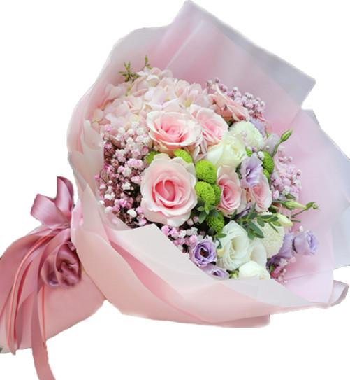 6枝粉佳人玫瑰,1枝粉绣球,2枝乒乓球菊